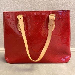Almost like new LV patent leather handbag